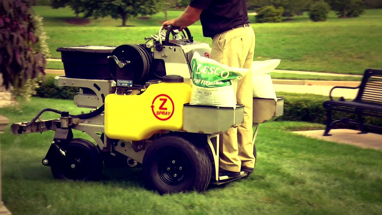 Privacy - Independent Lawn Service - fertilizer-employee